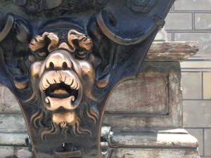 One of the lion heads outside of the Resident building at Odeonsplatz in München.